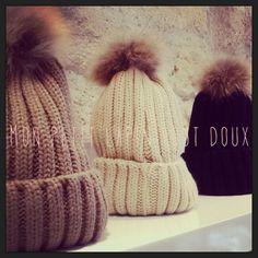 Les bonnets tout doux tout chaud!  Dispo au Nilaï Store 4 rue du vieux colombier 75006 Paris!   Site: www.nilai.fr Facebook: Bijoux-Nilaï Instagram: Nilai_store_paris
