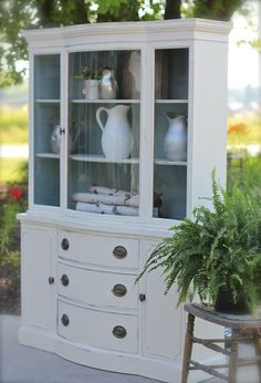 Hutch painted in Annie Sloan Old White and Duck Egg blue. Home Deco Furniture, Vintage Bedroom Furniture, Trendy Furniture, Diy Pallet Furniture, Paint Furniture, Shabby Chic Furniture, Furniture Projects, Cool Furniture, Furniture Refinishing