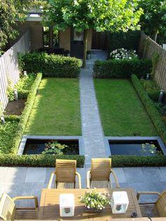 Smalle Kleine moderne tuin met vijvers en groen. Strak en alles met rechte vormen. Symmetrische tuin More