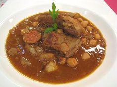 Cómetelo   Garbanzos con costillas - YouTube Chorizo, International Recipes, Pot Roast, Deli, Carne, Stew, Ethnic Recipes, Food, Youtube
