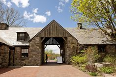 stone barn idea with drive through up to main house Pocantico Hills, Bank Barn, Blue Hill, Stone Barns, Maine House, Agriculture, Shed, Castle, Farmhouse