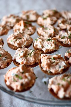 Palttoonapit lohitäytteellä - Suklaapossu Salty Foods, Salty Snacks, My Favorite Food, Favorite Recipes, Finnish Recipes, Savoury Baking, Sweet And Salty, Finger Foods, Tapas