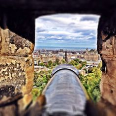 Overlooking Edinburgh Castle from Edinburgh, Scotland. Edinburgh Castle, Edinburgh Scotland, The Loch, Wildlife Park, Roadtrip, Scotland Travel, Days Out, Travel Guides, Caribbean