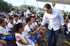 Gobierno de Acapulco ] ACAPULCO, Gro. * 05 de junio de 2017. El presidente municipal Evodio Velázquez, participó en la limpieza de la playa La Angosta y acantilados de La Quebrada realizada en el marco del Día Mundial del Medio Ambiente, donde afirmó que el cuidado y protección del entorno...