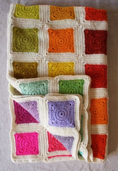 Bears Rainbow Blanket ~ free pattern Very pretty, but it would be a pain in the ass to make.