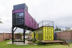 aHorta Bike Container House&Office&Cafe&Garden - Brazil - Living in a Container Container Home Designs, Container Bar, Container Office, Container House Plans, Container Buildings, Container Architecture, Container Conversions, Recycling Containers, Casas Containers