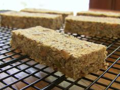 How to Make Homemade Savory Power Bars {gluten-free, vegan} Nutritious Snacks, Protein Snacks, Healthy Desserts, Healthy Dinner Recipes, Protein Bars, Protein Bread, Vegan Snacks, High Protein, Healthy Cooking
