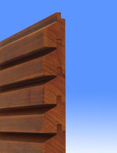 Planed slats in padouk or in impregnated pine; ideal for an ugly m … Timber Panelling, Wood Cladding, Wood Paneling, Exterior Colors, Exterior Design, Cladding Systems, Sauna Design, Wood Facade, Arch Interior