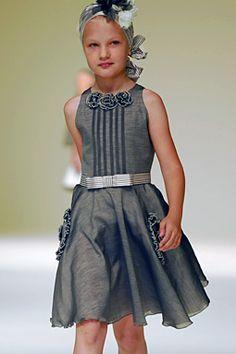 Imágenes de Vestidos para Niñas Little Kid Fashion, Toddler Fashion, Kids Fashion, Little Girl Dresses, Girls Dresses, Frocks And Gowns, Girl Dress Patterns, Kids Frocks, African Print Fashion