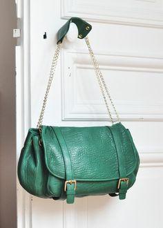 Je t'aime this Sezane.com bag in vert, camel ou noir.