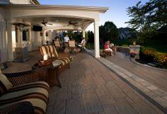 Avante Ashlar™ patio with Series 3000® border