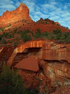 ✮ Sinkhole on the Soldier's pass trailhead in Sedona, Arizona