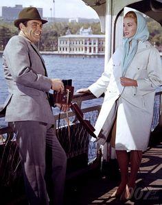 From Russia With Love (1963): Sean CONNERY (James Bond) & Daniela BIANCHI (Tatiana Romanov)