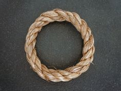 Rope Rings - Use these in conjunction with the walking staff to make a rope grip. Step 10 shows how to make the figure 8 ring for that application. How To Make Rope, How To Make Rings, Diy Rope Rings, Splicing Rope, Strong Knots, Rope Clamp, Hiking Staff, Rope Knots, Tejidos