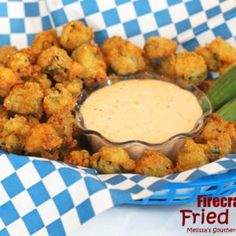 Southern food experts know that nothing beats a healthy serving of fried okra, and this recipe for Firecracker Fried Okra will have flavor exploding in your mouth. If you are unfamiliar with how to make okra, the secret is to use really fresh okra. Okra Recipes, Vegetable Recipes, Cooking Recipes, Recipies, Air Fryer Recipes Okra, Easy Cooking, Cooking Tips, Chicken Recipes, Southern Dishes
