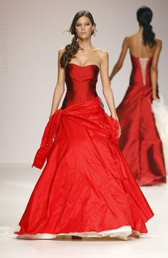 Jordi Dalmau ... Original and difeerent in your wedding day. I love it!
