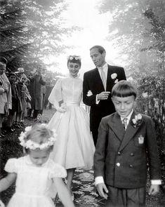 1954 yılında Mel Ferrer ile evlendiler.