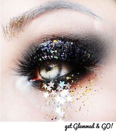 Get inspired with this Christmas party eye look! #glammedandgo#home#office#hotel#makeup#hair#nails#partyglam#eyes#sparkle#christmas#xmas#bbloggers#beauty#beautyondemand#beautyonthego#fastbeauty#beautyblogger#expressbeauty#tagandfollow#getglammedandgo#bbloggers#comingsoon