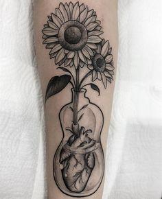 Tatuagem criada pelo tatuador Pedro Arruda (pedroarrudatattoo) de São Paulo. O Pedro estará no estúdio Hostel Rio no Rio de Janeiro em Outubro. Dope Tattoos, Black Tattoos, Body Art Tattoos, Girl Tattoos, Tattoos For Women, Tatoos, Mickey Tattoo, Sternum Tattoo, Tattoo Ideas