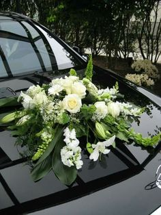 Bride's Cars : Picture Description Gesteck ♥ Loved and pinned by ww… - İpekce Fikirler Wedding Car Decorations, Flower Decorations, Wedding Arrangements, Floral Arrangements, Flower Arrangement, Wedding Prep, Blue Wedding, Flower Girl Wreaths, Bridal Car