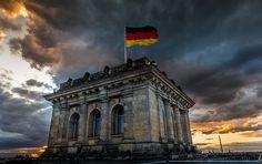 """Die deutschen Bürger sind unzufrieden mit dem aktuellen politischen System in der Bundesrepublik, wie eine Umfrage des Meinungsforschungsinstituts Insa für das Monatsmagazin Cicero ergeben hat. Demnach sind 56 Prozent der Befragten nicht einverstanden damit, """"wie die Demokratie in Deutschland funktioniert""""."""