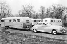 Camping in a large vintage trailer Trailers Vintage, Vintage Caravans, Camping Vintage, Vintage Rv, Vintage Photos, Car Trailer, Camper Trailers, Old Campers, Retro Campers