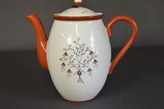 Coffee pot by Nora Gulbrandsen, Porsgrund Porselen