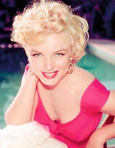 Marilyn Monroe in Ontario Canada, on set for the 1953 movie, Niagara.