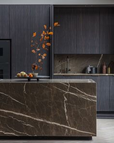 Kitchen ripe for renovation? Take heed of these kitchen trends for featuring statement stone, accent colours and new ways to use glorious wood. Modern Kitchen Design, Interior Design Kitchen, Kitchen Dinning, Kitchen Decor, Marble Island, Walnut Dining Table, Bespoke Kitchens, Cuisines Design, Black Kitchens