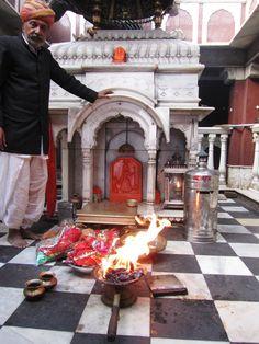 Bhagwati Maa Shri Karni Rat Temple Deshnok Bikaner INDIA Jaisalmer, Udaipur, Mata Rani, Durga Goddess, Gods And Goddesses, Temples, Rat, India, Goa India