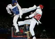 Servet Tazegül (Turkey) kicks Martin Stamper(GB) in the men's -68kg semifinal - Taekwondo, London 2012 Olympic Games