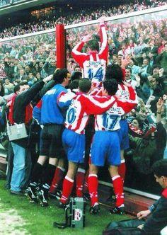 Diego Pablo Simeone en el Atlético de Madrid, como jugador entonces como entrenador ahora