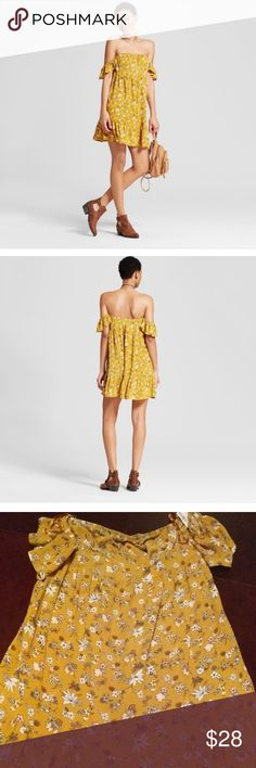 """Yellow off the shoulder dress size XS Bought but never worn .small mark on the tag to prevent from return Women' Off the Shoulder Tiered Ruffle Dress Yellow Floral - Mossimo Supply Co. Model wears size S/4 and is 5'9.5"""" Allover floral pattern heightens the sweetness of the dress Off-the-shoulder style held up by elastic detail Ruffled sleeves and hem keep things girly and fun Material:100.0% Rayon Garment Length:Mini Features:No pocket, Short sleeve, Pullover Neckline:Off the shoulder…"""