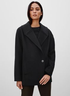 <p>A minimalist, cashmere-blendpeacoat that's always on point</p>