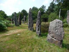 Site des Pierres droites à Monteneuf,    Morbihan        Brittany