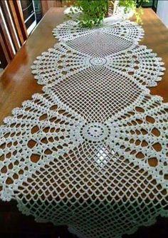 Camino de mesa tejido crochet.