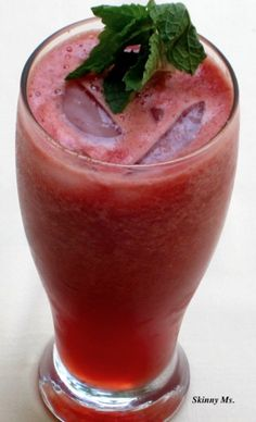 Watermelon Chiller with a Hint of Mint - super refreshing for those breezy days outside! #drinks #superfoods