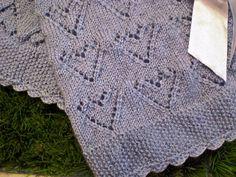Manta em trico confeccionado em lã própria para bebê antialérgica. Com barrado em croche em lã Tamanho 70x80 cm Cores : branco, rosa, azul, amarelo , verde e etc