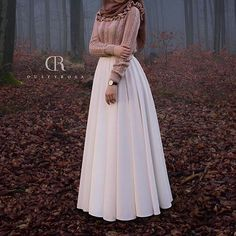 I am so in love with this beautiful covered hijab outfit& Islamic Fashion, Muslim Fashion, Modest Fashion, Fashion Outfits, Hijab Fashion Inspiration, Mode Inspiration, Hijab Dress, Hijab Outfit, Muslim Girls