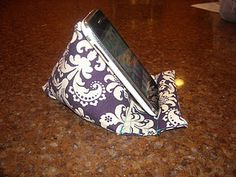 How to make a pod pillow, could be also used for a nook, kindle, or ipad.