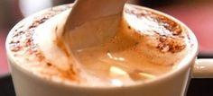 Modo de Preparo:     Bater o café solúvel no liquidificador até ele se tornar um pó.   Em uma vasilha, colocar todos osingredientes, peneirando-os. Juntar o café solúvel.   Para uma xícara de chá, utilizar 1 e 1/2 colher de sopa de capuccino e completar c