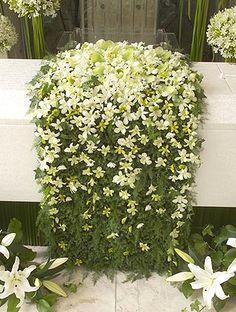 花祭壇集 葬儀・葬式・家族葬なら日比谷花壇のお葬式 Funeral Bouquet, Funeral Flowers, Altar, Casket Flowers, Funeral Sprays, Casket Sprays, Funeral Flower Arrangements, Funeral Tributes, Funeral Planning