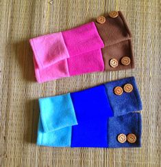 Wear these striped fleece wrist-warmers as the weather turns chilly and make a styl...