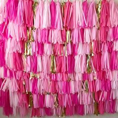 Abusive Party Crafts How To Make Streamer Backdrop, Party Streamers, Banner Backdrop, Ribbon Backdrop, Valentine Backdrop, Birthday Backdrop, Pink Party Decorations, Party Themes, Sorority Recruitment Decorations