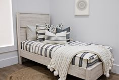 The cream and black woven exterior detailing on our First Class Luxe Beddy's is definitely the upgrade you have been waiting for! YYou'll never want anything but Luxe again! But guess what? You deserve it! Floral Bedroom Decor, Boho Decor, Beddys Bedding, Zipper Bedding, Shared Bedrooms, Make Your Bed, Kid Beds, Bunk Beds, First Class
