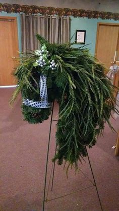 Good Pics rustic Funeral Flowers Style Whether you might be setting up or perhaps participating, memorials will always be your somber and in some cas. Cowboy Christmas, Christmas Wreaths, Christmas Crafts, Christmas Decorations, Xmas, Funeral Floral Arrangements, Flower Arrangements, Horse Head Wreath, Flower Head Wreaths