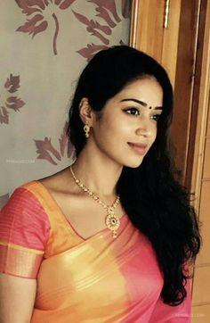 Nivetha Pethuraj Beautiful HD Photoshoot Stills & Mobile Wallpapers HD Beautiful Girl Indian, Most Beautiful Indian Actress, Beautiful Saree, Beautiful Actresses, Beautiful Women, Indian Natural Beauty, Indian Beauty Saree, Beauty Full Girl, Beauty Women