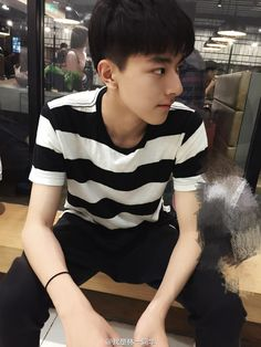 Korean Boys Ulzzang, Cute Korean Boys, Ulzzang Boy, Asian Boys, Beautiful Boys, Pretty Boys, Cute Boys, Chinese Babies, Boy Squad