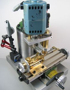 A small milling machine or machining on the deskto. A small milling machine or machining on the desktop Small Milling Machine, Lathe Machine, Grinding Machine, Diy Lathe, Lathe Tools, Miniature Lathe, Cnc Router, Metal Mill, Metal Lathe Projects
