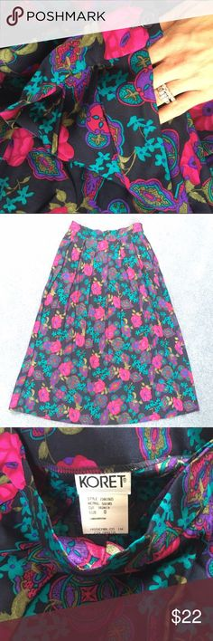 Spring!🌸🌺Floral Pleated vintage Pleated floral skirt with pockets. Koret Skirts